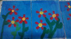 Flores carimbo com pet. Tinta guache, fundo com esponja.