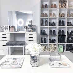 """1,296 curtidas, 19 comentários - VANITY COLLECTIONS (@vanitycollections) no Instagram: """"Who wouldn't love a beauty space like this ⭐️ @Pinterest"""""""