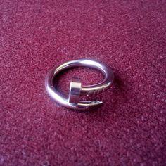 Original anillo de torno; disponible en acero plateado, oro rosa y oro amarillo...con o sin strasses neutros!! en www.isabella.es..