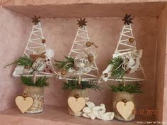 That's what I like: even Christmas trees and baubles Christmas To Do List, Christmas Tree Crafts, Christmas Makes, Xmas Tree, Christmas Projects, Winter Christmas, Holiday Crafts, Vintage Christmas, Christmas Ornaments
