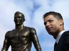 with his new statue in Madeira,Portugal Ronaldo Cristiano Cr7, Image Foot, Good Soccer Players, Planet S, Funchal, World Of Sports, Irina Shayk, Football Soccer, Wood