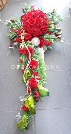 Beautiful Flower Arrangements, Most Beautiful Flowers, Grave Decorations, Wedding Decorations, Christmas Wreaths, Christmas Decorations, Holiday Decor, Funeral Tributes, Cemetery Flowers