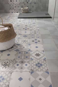 these attractive latest bathroom wall, floor tiles design ideas which have managed to win hearts despite being small. House Design, Tiles, Home Deco, Flooring, Bathroom Flooring, Bathroom Decor, Beautiful Bathrooms, Bathroom Inspiration, Tile Bathroom