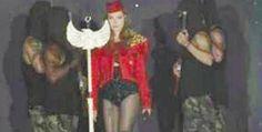 Presenta encapuchados con armas en su show en Mazatlán