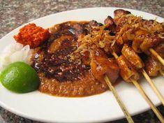 Membuat sate dengan resep sate khas madura dan enak, masakan khas indonesia
