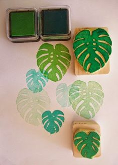 Monstera Deliciosa leaves Hand carved rubber stamp by StampDealer… Stamp Printing, Printing On Fabric, Screen Printing, Eraser Stamp, Diy And Crafts, Paper Crafts, Fabric Stamping, Rubber Stamping, Stamp Carving