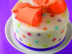 Schleifen Torte. #Tortendekorieren #Schleife #Sternchen #Geburtstagstorte