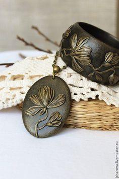 Купить Комплект из полимерной глины кулон и широкий браслет Магнолия - браслет и кулон, комплект украшений