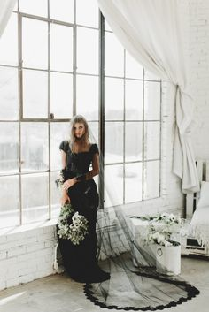 Wedding Veils - Some Tips For Your Wedding Of The Dreams Black Wedding Dresses, Black Veil Wedding, Fall Wedding, Dream Wedding, Chapel Length Veil, Drop Veil, Lace Veils, Gothic Wedding, Wedding Veils
