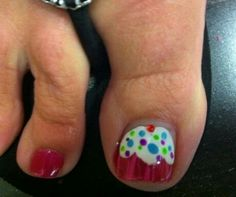 Cupcake toe nail art! Love it!
