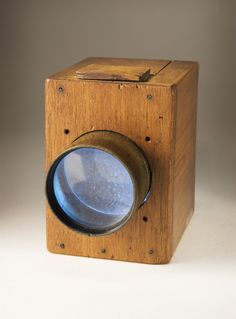 Mousetrap camera, made by William Henry Fox Talbot, around 1835 Dslr Photography Tips, History Of Photography, Photography Equipment, Vintage Photography, Fair Photography, Wildlife Photography, Antique Cameras, Old Cameras, Vintage Cameras