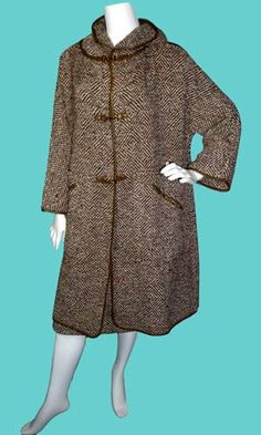 Tweed Hooded Cape and Slim Skirt Suit designed by Bonnie Cashin for Sills, with olive green trim and the Cashin signature toggle closures. Outstanding ensemble with matching slim skirt that is lined in the front and has a metal zipper. Bonnie Cashin, 1960s Outfits, Skirt Suit, Coats For Women, Olive Green, Style Icons, Tweed, Vintage Ladies, Cape