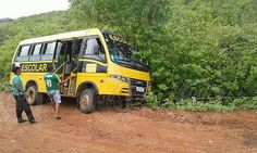 Em Santana do Acaraú Um ônibus escolar quase tomba na localidade de fazendinha: ift.tt/2kRm4yz