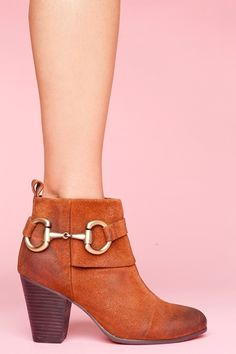 Snaffle bit ankle wedges.