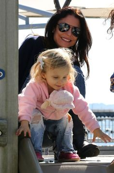 Bethenny Frankel Photo - Bethenny Frankel Takes Her Daughter Bryn To A Playground