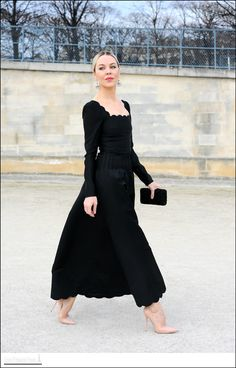 Easy Fashion: Ulyana Sergeenko - les Tuileries - Paris really want to be able to get away with this as a daytime everyday look.