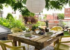 Pallet wood dining table. Cris and Diana's Red Hook Rooftop. Via: www.apartmenttherapy.com