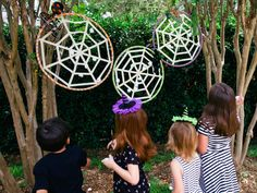 Make a spider egg toss game for a kid's Halloween party. http://www.diynetwork.com/how-to/make-and-decorate/entertaining/halloween-games-and-activities-for-kids--parties-pictures >>