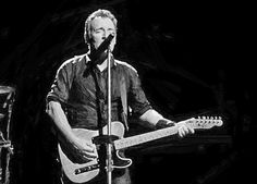 """Bruce Springsteen and The E Street Band – April 29, 2013 – Telenor Arena, Oslo, Norway  Bruce Springsteen and The E Street band continues their 2013 Wrecking Ball tour in Europe. Brucetapes """"Wrecking Ball Tour Blog"""" collects concert details from Telenor Arena, Oslo, Norway concert. Articles, set list, videos, reviews, photos, and other info."""