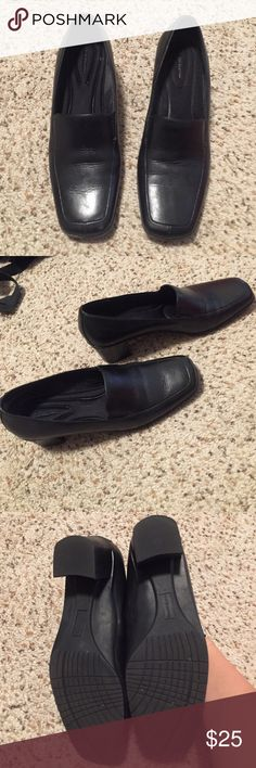 Black shoes, low heel All black, low heel, shoes Croft & Barrow Shoes Flats & Loafers