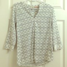 Geometric print shirt ! Black, white and grey Geometric print professional shirt! Scandal collection from the limited . NWOT, great condition. Professional and casual :) The Limited Tops Blouses
