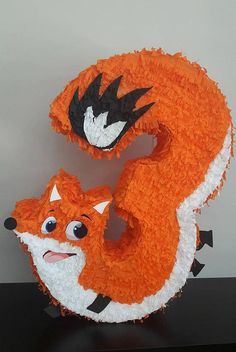 Choose pinata-numbers for your party. Fox Party, Baby Party, Animal Party, 2nd Birthday Party Themes, Birthday Numbers, How To Make Pinata, Diy And Crafts, Crafts For Kids, Pinata Party