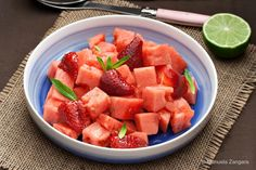 Watermelon and Strawberry Salad. Watermelon and Strawberry Salad dressed with a Ginger and Lime syrup for the breast cancer awareness month. Watermelon Slices, Watermelon Recipes, Easy Dinner Recipes, Appetizer Recipes, Easy Meals, Easy Food To Make, Healthy Salad Recipes, Kid Friendly Meals, Us Foods
