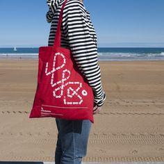 LB Tote bag, le sac qui fera plaisir à votre copine  sur fixie-singlespeed.com Gym Bag, Tote Bag, Bags, Fashion, Tote Purse, Urban Bike, Boyfriend, Handbags, Moda
