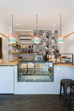 brigadeiro bakery new york — ana strumpf. Idea: Think about artwork and back splashes behind the counter. Small Coffee Shop, Coffee Shop Design, Bakery Decor, Bakery Design, Deco Restaurant, Restaurant Design, Brigadeiro Bakery, Boutique Patisserie, Restaurant Interior Design