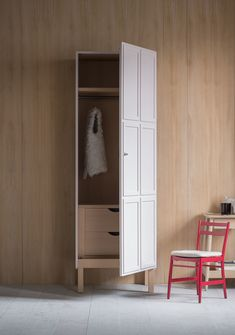 The Frey single armoire features a panelled door, which opens either left or right to reveal a timber-lined interior. We offer a series of standard internal configurations, including hanging space, shelves and drawers.