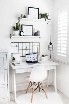 Get Comfortable And Check These 6 Bedroom Trends For 2019 Summer is coming to an end and we know you're already focused on the fall. Here you have all the 2019 bedroom trends that you just can't miss. Home Office Design, Home Office Decor, Office Ideas, Office Designs, Office Setup, Office Nook, Office Workspace, Home Design, Simple Bedroom Decor