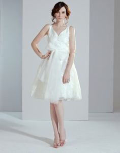 Ein Brautkleid muss nicht teuer sein...Romantisches Brautkleid von Phase Eight Fashion. Erhältlich über www.shopandmarry.de.