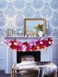 Love this bold wallpaper (and the nontraditional holiday garland).