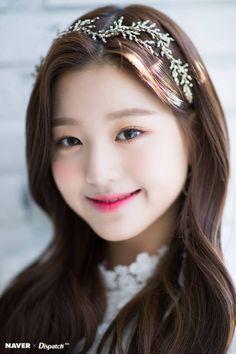 best=IZ*ONE Wonyoung Dispatch Maknae Christmas photoshoot by Naver Fest We Korean Makeup Look, Korean Beauty, Long Tight Prom Dresses, Arin Oh My Girl, Trendy Girl, Japanese Girl Group, Cute Korean Girl, Korean Star, Flawless Skin