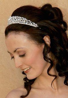 Brautfrisur Mit Diadem Romantisch Gelockt Formal Hairdos Wedding Tiara Hairstyles Quinceanera