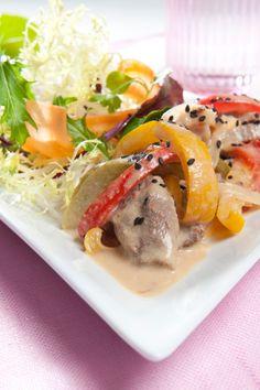Bøfsaute med peberfrugt Krydret og god aftensmad for hele familien! Opskrift på bøfsaute med peberfrugt. Spis med fuldkornspasta og salat.   SlankeDoktor.dk