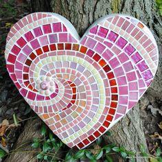 Sweet Heart Mosaic Stepping Stone by CarolinaBarbosa Mosaic Crafts, Mosaic Projects, Mosaic Art, Mosaic Glass, Mosaic Tiles, Glass Art, Stained Glass, Mosaic Stepping Stones, Diy Y Manualidades