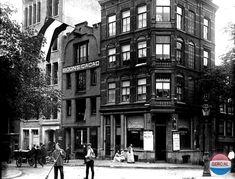 1936 - 1940. A view of the corner Elandsgracht and Lijnbaansgracht in Amsterdam. Photo Serc. #amsterdam #1940 #Elandsgracht #Lijnbaansgracht