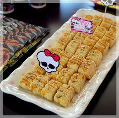 Mutlaka yapmanızı önereceğim süper bir kurabiye tarifimle işte geldim burdayım :) Bloguma cok fazla vakit ayıramıyorum sizlerden de a...