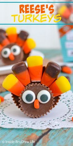 Reese's Turkeys - these cute little turkey treats are made with peanut butter cups and candy corn. Easy candy to make for your Thanksgiving Day dinner table. Best Dessert Recipes, Easy Desserts, Fall Recipes, Holiday Recipes, Delicious Desserts, Best Peanut Butter, Reeses Peanut Butter, Peanut Butter Recipes, Thanksgiving Treats