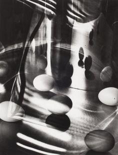 Carlotta Corpron, Eggs Encircled, 1947