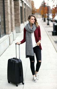 ideas travel outfit winter pennies for 2019 Casual Summer Outfits, Fall Winter Outfits, Autumn Winter Fashion, Penny Pincher Fashion, Tennis Shoes Outfit, Winter Travel Outfit, Black Ripped Jeans, Summer Tank Tops, What To Wear