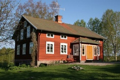 Timmerhus Red Houses, Old Farm Houses, House Paint Exterior, Exterior Design, Swedish Cottage, Sweden House, Swedish Interiors, House Landscape, Scandinavian Home