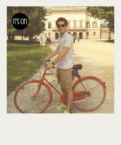 Mi muovo solo con la bici e mi sono reso conto che sono più veloce di tutti i miei amici che vanno in giro con altri mezzi. Supero macchine, metro e tram.  Nicolas