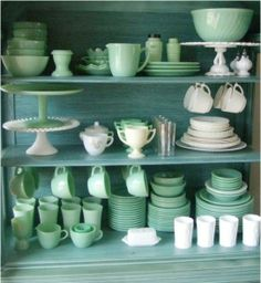 Beautiful jadeite and milk glass collection - something like this would look cool on my living room shelves, only maybe cobalt instead! Vintage Dishes, Vintage Glassware, Vintage Kitchen, Vintage Pyrex, Funky Kitchen, Verde Jade, Green Milk Glass, Retro Home, Home And Deco