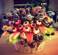 DIY fruit bouquet that'll grab everyone's attention on the table! Give it a try ^^