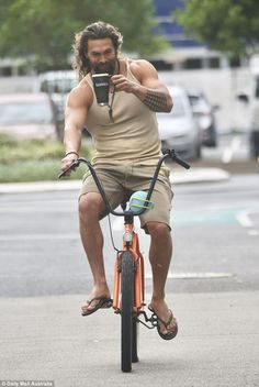 He's based in the Gold Coast to film Aquaman and Jason Momoa was spotted on Wednesday morning during an outdoor bike run, where he sipped from a large Guinness-branded mug. Jason Momoa Aquaman, Gorgeous Men, Beautiful People, Jason Momoa Lisa Bonet, Hollywood, Hemsworth, Man Crush, Actors & Actresses, Outfit
