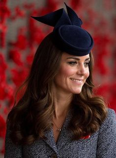 kate middleton fascinators | Kate Middleton: Lange Wellen mit Fascinator