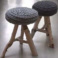 beautiful marriage of wool (the colour grey is so apt) and raw wood - reminds me of my vintage stool that I nailed a piece of grey felt onto as a seat! Eco Deco, Beton Design, Stool Covers, Seat Covers, Vintage Stool, Crochet Home, Kraken, Sweet Home, Diy Crafts