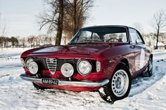 Alfa GT Junior 1976 Maintenance/restoration of old/vintage vehicles: the material for new cogs/casters/gears/pads could be cast polyamide which I (Cast polyamide) can produce. My contact: tatjana.alic@windowslive.com